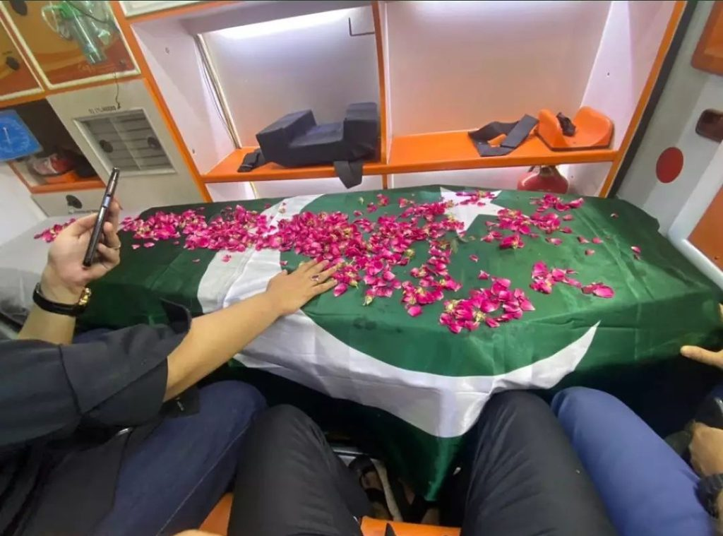 Legendary Artist Umer Sharif Laid To Rest In Abdullah Shah Ghazi Graveyard